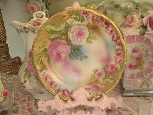 Beautiful Rose plate surrounded with Gold and pink roses