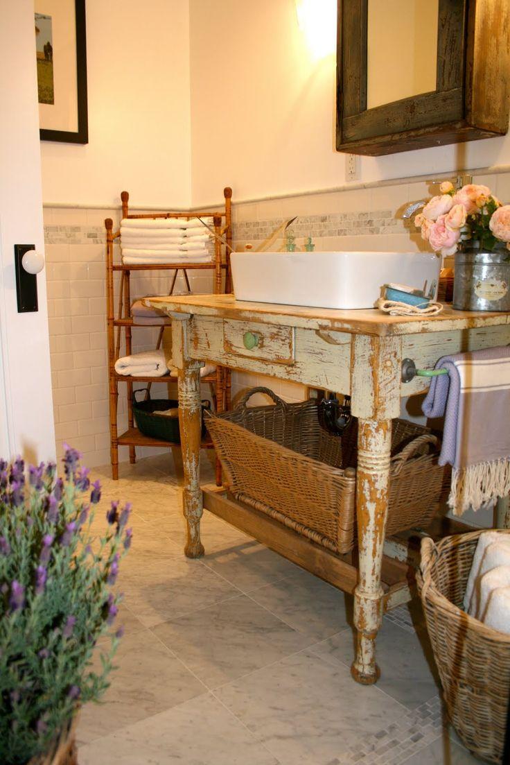 Leuk idee voor badkamer: tafel met wasbak erop. Vergelijkbare oude brocante tafels te koop bij www.old-basics.nl