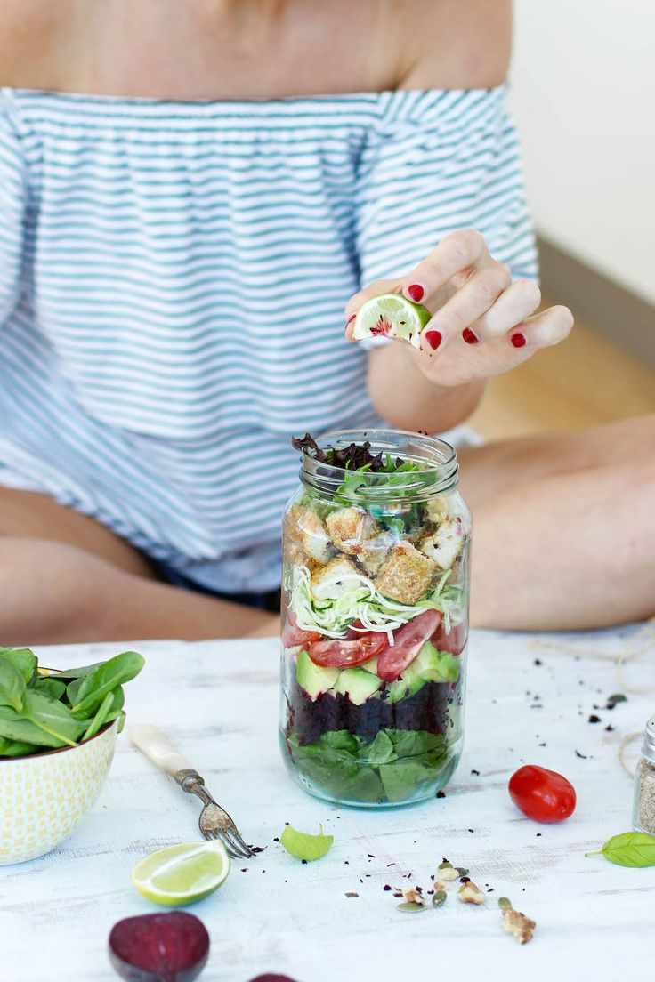 How to make a Mason Jar Salad   #healthy #recipe #salad #foodstyling (scheduled via http://www.tailwindapp.com?utm_source=pinterest&utm_medium=twpin&utm_content=post68244770&utm_campaign=scheduler_attribution)