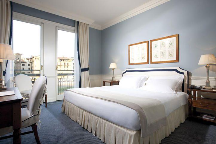 Interni di una camera con vista Arno, Hotel Lungarno, Firenze