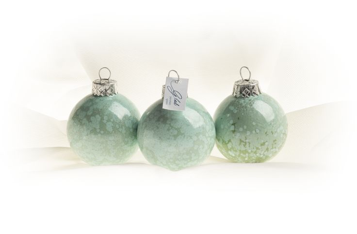 Porcelain christmas sphere - LIGHT GREEN