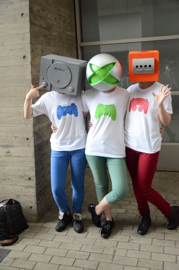 Video Game Console Cosplay on Global Geek News.  This is pretty awesome! #cosplay #videogames #gameconsole