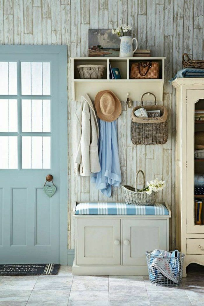 2-les-meubles-à-chaussures-dans-le-couloir-avec-carrelage-gris-et-porte-en-bois-bleu1.jpg (700×1050)