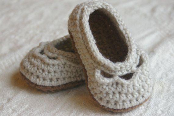 crochet baby booties pattern by Carlene Gibbs