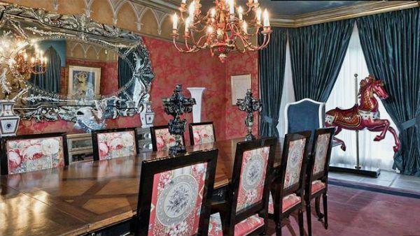 Дом Кристины Агилеры в Беверли Хиллз: готика и бурлеск