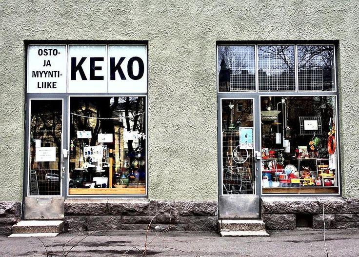 Хельсинки тот самый город, где можно найти всё, что душе угодно, если знать, где искать. Когда главные шоппинг-маршруты вроде прогулки по Эспланаде или марш-броска по Алексантеринкату исхожены вдоль и поперёк, можно отправиться на поиски настоящих сокровищ. В подборке – винтажные платья, лаконичные украшения, рай для эко-маньяков, антикварная посуда Arabia и актуальный street wear.