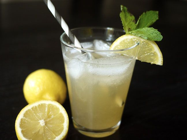 Starbucks Copycat: Green Tea Lemonade: Ingredients: 3 tablespoons granulated sugar, plus more to taste•1 green tea bag• ½ cup boiling water•¼ cup freshly squeezed lemon juice (from about 2 lemons)•¾ cup cold water•Ice cubes