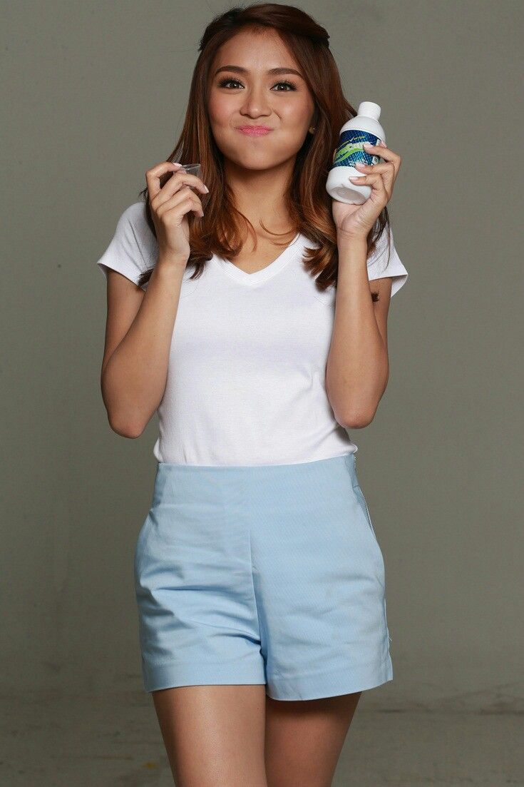 This is the pretty Kathryn Bernardo smiling for the camera and doing a commercial endorsement for Oracare. Indeed, Kathryn is a pretty Kapamilya talent, a Star Magic talent, and an amazing commercial model. #KathrynBernardo #TeenQueen #Oracare