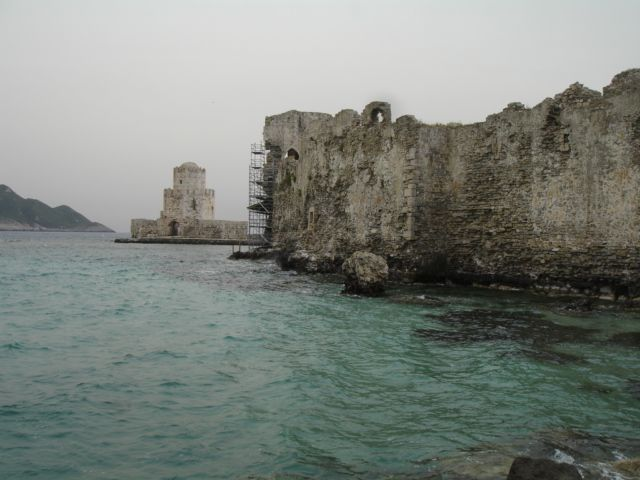 It's a cloudy day in Methoni! #greece #peoloponnese #travel #winteriscoming #archaeology
