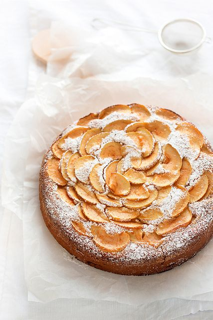 Apple, Almond and Quinoa Cake | Menta & Liquirizia, December 2013 [Original recipe in Spanish]