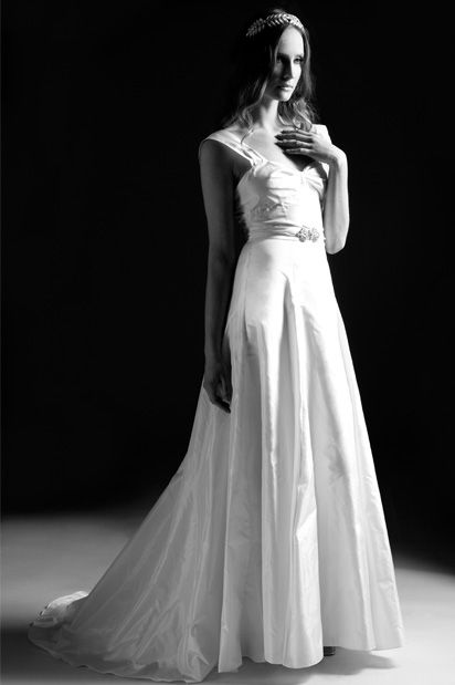 Forties vintage style wedding dresses design inspired by 1940s bridal gowns from vintage silhouettes