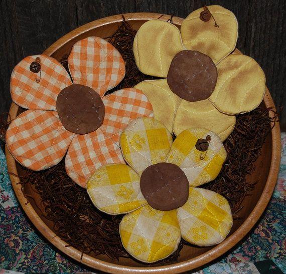 EPATTERN Primitive Daisy Tucks Bowl by OldeAnniePrimitives