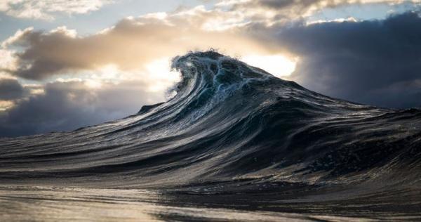 هيجان في بحر العرب تحذيرات من أمواج خطيرة وقاتلة في سواحل سلطنة عمان Waves Surfing Photography Seascape