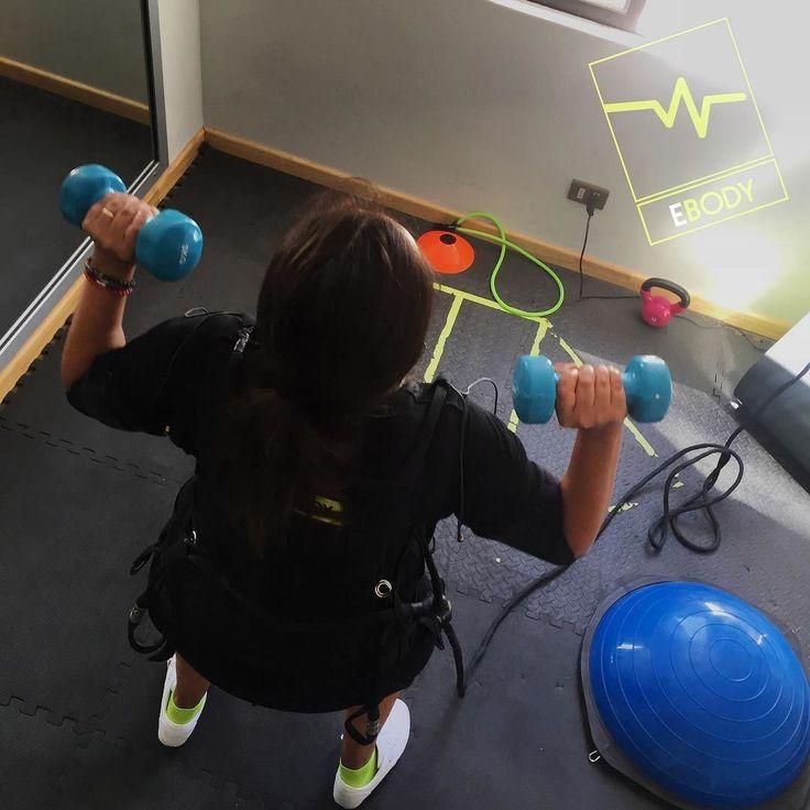 Nueva semana para comenzar desde cero...! Nos adaptamos a las necesidades personales y de acuerdo a las habilidades y/o capacidades. Aprovecha las nuevas tecnologías deportivas para entrenar y cumplir tus objetivos: - Sesiones de 20 minutos - Entrenamientos 100% personalizados - Sesiones dirigidas por Profesores de Educación Física Preparadores Físicos Kinesiologos - Disminuye el peso y % de grasa - Estimula la circulación y el metabolismo - Reduce el estrés - Alivia dolores y tensiones…