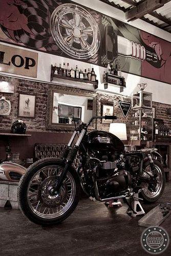 Garage #Garage #Triumph #Motorcycle http://goodhal.blogspot.com/2013/02/garage-porn-008.html