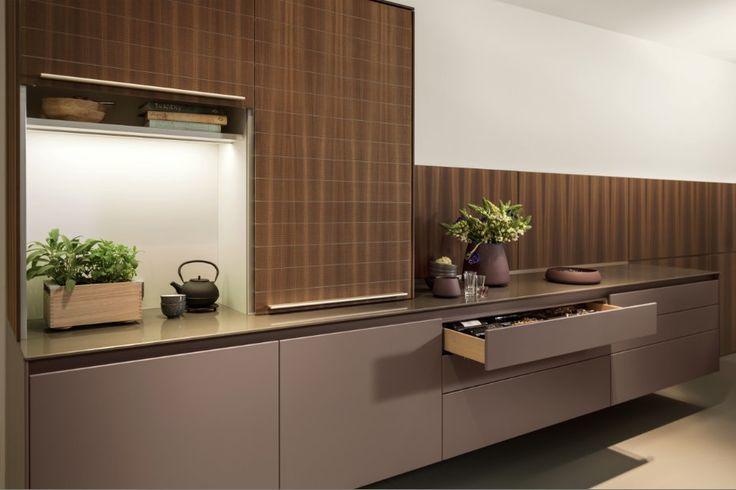 Nieuwe functionele oplossingen en geraffineerde kleuraccenten voor bulthaup b3 keuken.