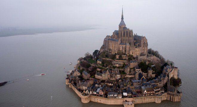 #france #франция #нормандия #сен-мишель Сен-Мишель. Самые популярные города Франции для туризма   Oh!France: поездка во Францию