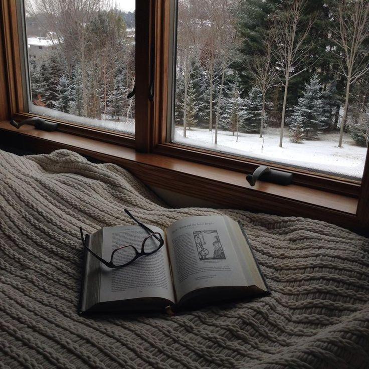 Снег и книга картинки