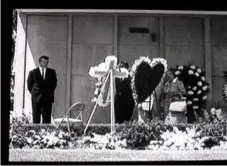 """( 2015...2016 IN MEMORY OF ★ † MARILYN MONROE """" Marilyn Monroe's Funeral. Wednesday, August 08, 1962. """" ) ★ † Norma Jeane Mortenson - Tuesday, June 01, 1926 - 5' 5½"""" 118 lbs 35-22-35 - Los Angeles, California, USA (aged of 36) Died: Sunday, August 05, 1962, Brentwood, Los Angeles, California, USA. Cause of death; (accidental prescription drug overdose)."""