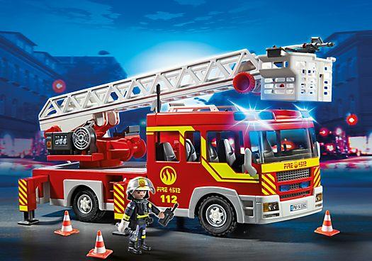 Camion de pompier avec échelle pivotante et sirène