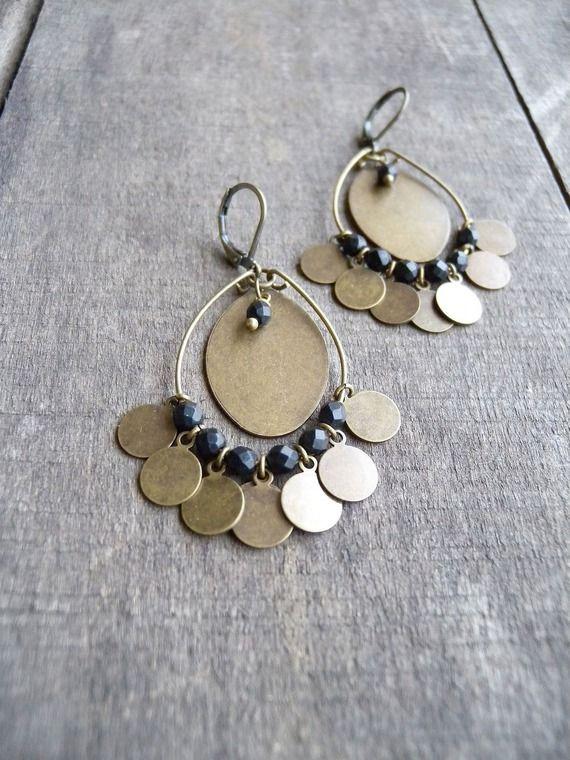 Boucles d'oreilles bohème anneau médailles bronze et perles noires