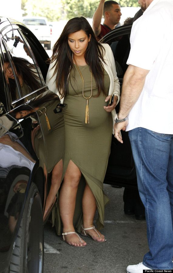Kim Kardashian, Pregnant At 8 Months, Dines In Beverly Hills