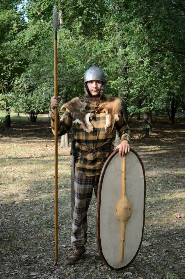 Myself wearing a celtic panoply: a wooden oval shield without iron umbo, a long spear and sword with scabbard and suspension belt. In the head, an iron helmet of Montefortino type. By Riproduzioni Storiche (www.riproduzionistoriche.com)