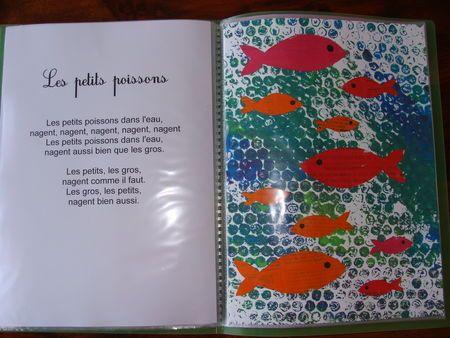 papier bulle scotché sur table, passer rouleau 3 bleus, poser feuille - poissons…