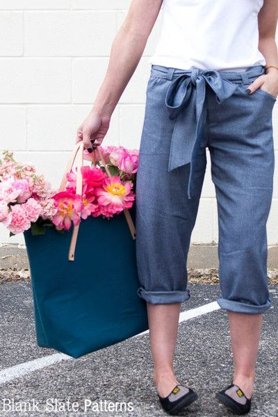 Close Up, Capri Version - Forsythe Trousers and Capris - Women's Trouser sewing pattern by Blank Slate Patterns