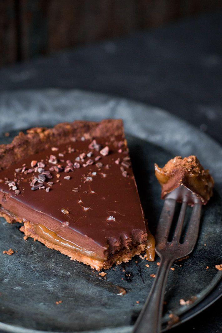 Vegane Schokoladentarte mit Dattel-Salzkaramell. | Foodlovin'