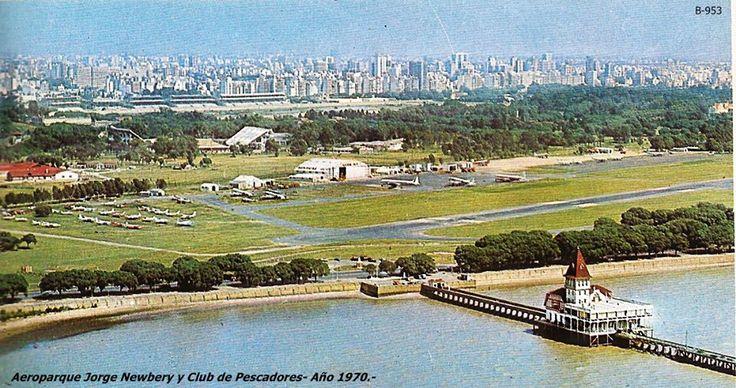 Vista general del Aeroparque Jorge Newbery y Club de Pescadores - (Edicolor 1970)