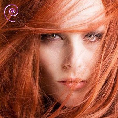 Amiche dai Capelli Rossi siete pronte per qualche suggerimento? Per il makeup vi consigliamo colorazioni calde: - ombretto: marroni, bronzi, plum, bordeaux - eyeliner: marrone o plum - mascara: marrone - blush: aranciato - labbra: lipstick e lipgloss aranciati, mattoni e ramati o plum - #hair #red #capelli #beauty - www.e-beautyshop.eu