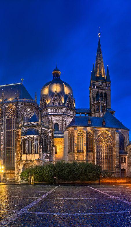 Aachen, Deutschland.  ♥ ♥ ♥  Wir lieben Deutschland. Deutschland liebt die Trinkflasche aus Glas von EPiCO BOTTLES. Finde sie auf https://epicobottles.de/