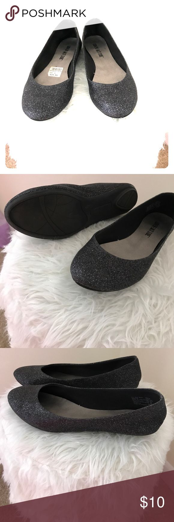 Cute Black Sparkle Flats Cute Black Flats, that's sparkle ✨. Great condition, like New only worn once. Size 6 Shoes Flats & Loafers