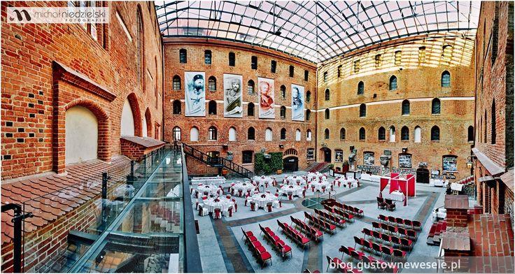Wedding ceremony and reception in the courtyard of the castle | Plenerowy ślub i przyjęcie weselne na dziedzińcu zamku | Gustowne Wesele | Chic Wedding Poland