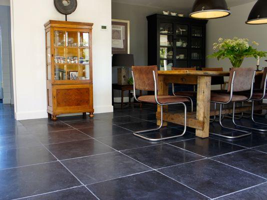 """Harappa Stone Black """"Anticato"""" 60x60x2 cm."""