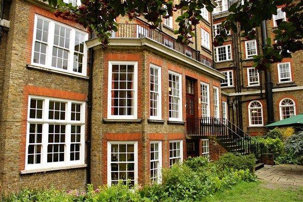 Nutford House, Marylebone, London has it's own private garden! http://www.universityrooms.com/en/city/london/college/nutfordhouse