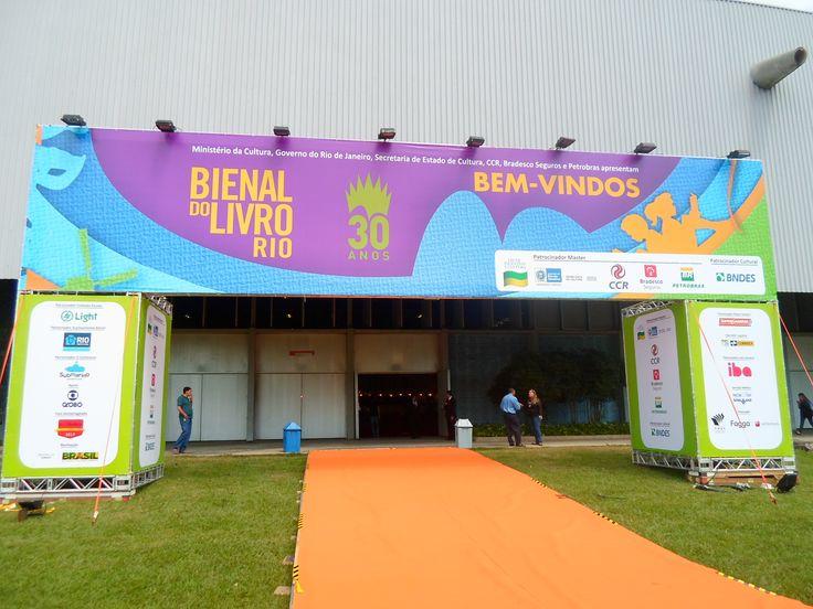 1° post sobre a Bienal Do Livro Rio com es estandes que deram show durante a feira!!  Confere e comenta!!  http://www.apaixonadasporlivros.com.br/bienal-do-livro-paraiso-de-leitores-e-um-show-de-estandes/