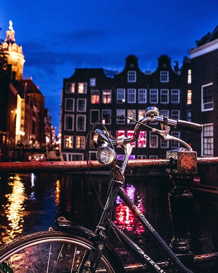 "Leonardo Patrizi su Instagram: ""Those Amsterdam nights 😍... .......#travel #traveling #vacation#sharetravelpics#ourmoodydays#travelfervor#worldtravelbook…"""