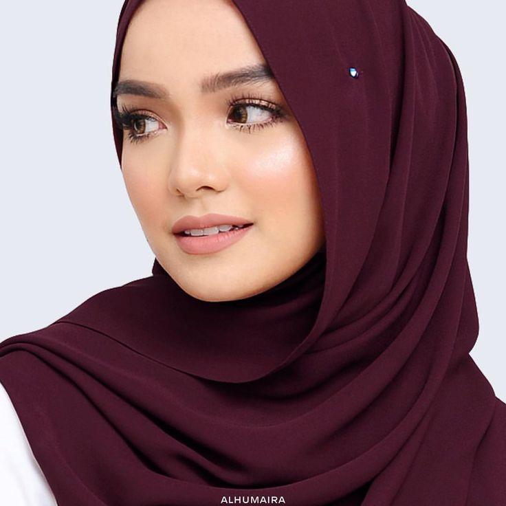 "311 Likes, 24 Comments - Malaysia's Best Hijab Brand (@alhumairacontemporary) on Instagram: ""Murni Premium Raya Shawl ini juga kami mewahkan dengan adanya sebiji batu kristal Swarovski bersaiz…"""