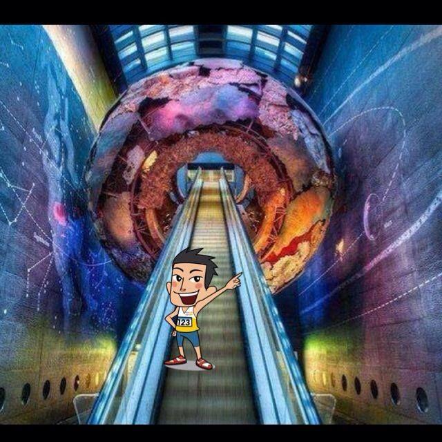 苟秒九:呢條扶手電梯喺邊度?就係英國自然歷史博物館!當然要用 #多Fun相機 Share畀朋友啦!http://ow.ly/nWIU6  圖片來源:Pinterest