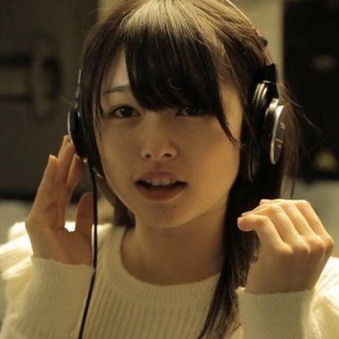 CMで話題のかわいい女の子!桜井日奈子 「いい部屋ネット」のCMで5人組の真ん中で歌うかわいい女の子。「白猫プ…