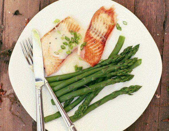 Семга с соусом из белого вина со спаржей | Школа вкуса - вкусные кулинарные рецепты