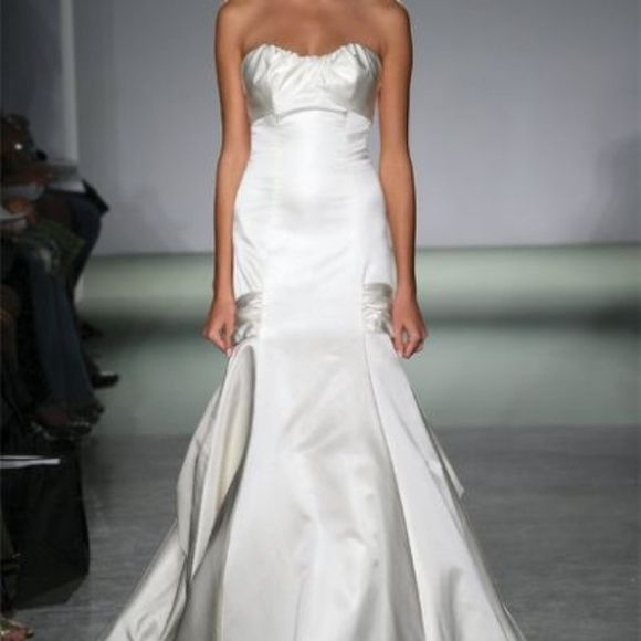 Melissa Sweet Wedding Gown Please share!! It's not even about the money... More soothe use of this lovely gown and creating space for something new Gorgeous Melissa Sweet Gown. The Lia Ivory. Fits a size 00/0. professionally cleaned. Dresses