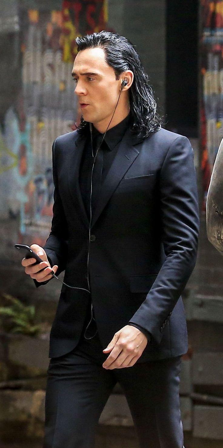 Tom Hiddleston As Loki On The Set Of Thor Ragnarok
