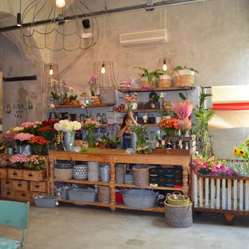 FLOWER WRAPPING STATION - Tuscans love fresh bouquets of flowers at their table whether cut and arranged from a flower market, gathered from their own gardens, or wild from the countryside.