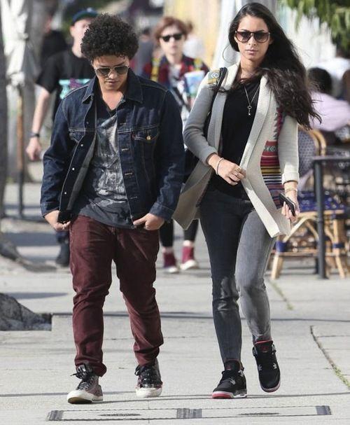 Bruno Mars Girlfriend 4 Bruno Mars Net Worth #BrunoMarsNetWorth #BrunoMars #celebritypost