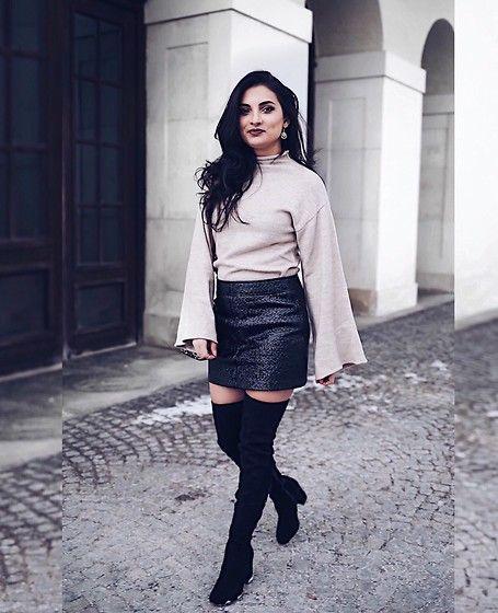 More looks by Merna Mariella: http://lb.nu/mernamariella  #overknees #vinyl #vinylskirt #skirt #leatherskirt #sweater #xxlsweater #chic #ootd