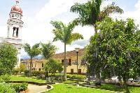 Son atractivos de Charalá Santander Colombia: La Casa del Resguardo (1839) según la tradición, en esta zona estaba asentada la agrupación aborigen de los Chalalaes, localizada a cinco kms. del casco urbano; el Templo Parroquial (1760).