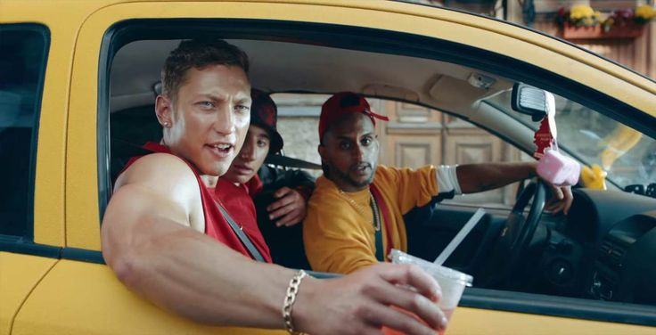 """So bügelt man nervige Rowdies mit richtig Style ab - """"Junge Sterne"""" von Mercedes-Benz: http://www.langweiledich.net/so-buegelt-man-nervige-rowdies-mit-richtig-style-ab/  #BestToImpress [WERBUNG]"""